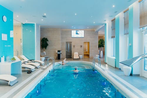 What Is the Ideal Swimming Pool Size for Your Family?